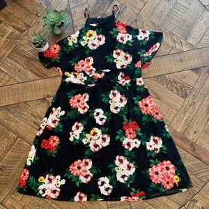 19 Cooper Black Floral Dress Size L NWT